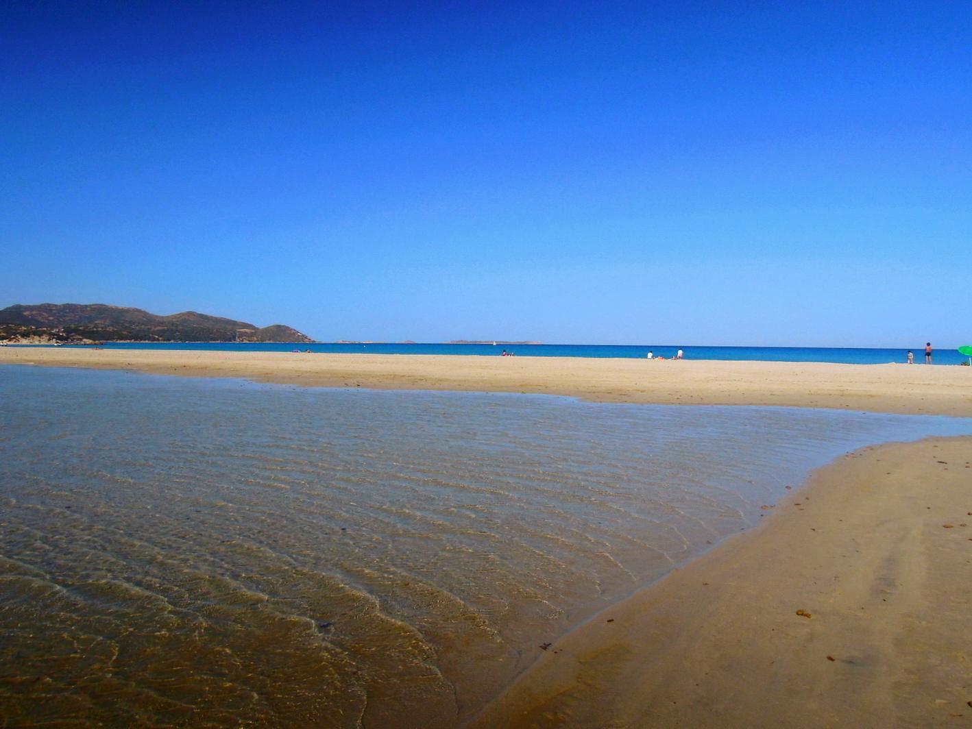 Porto Giunco Spiaggia e Stagno