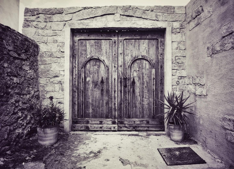 Nuoro Porta antica in legnojpeg_phixr