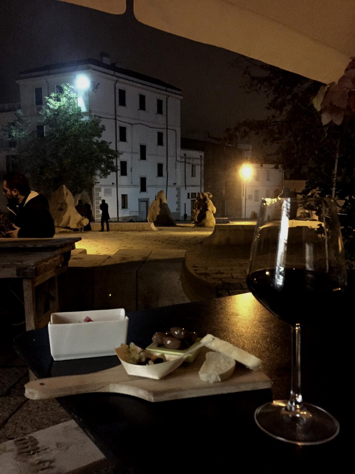 nuoro. aperitivo in piazza